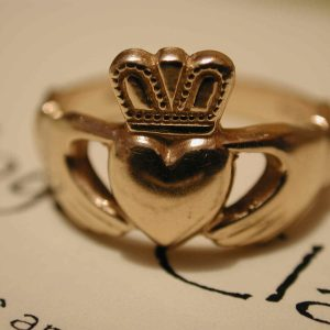 Claddagh ring meaning and how to wear